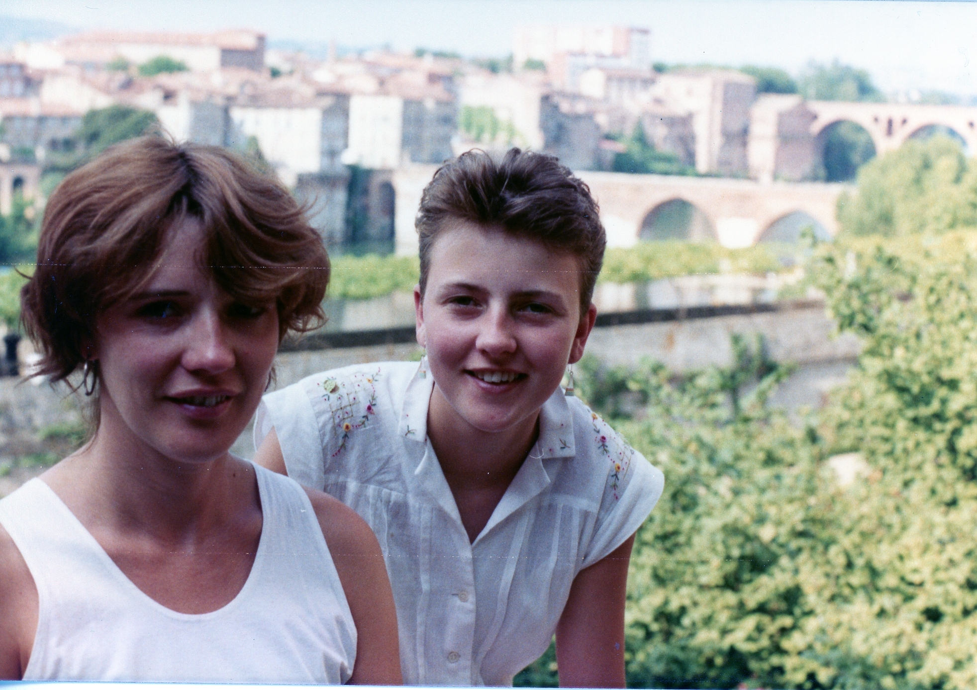 1986 - Dordogne with youngest sister Caroline